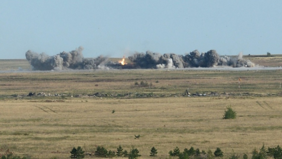 Joint air defence crews at the Ashuluk military range repulsed a strike by a simulated enemy with field firings of S-400, S-300, Buk-M1 anti-aircraft missile systems, and the Pantsir-S1 anti-aircraft missile-and-gun system
