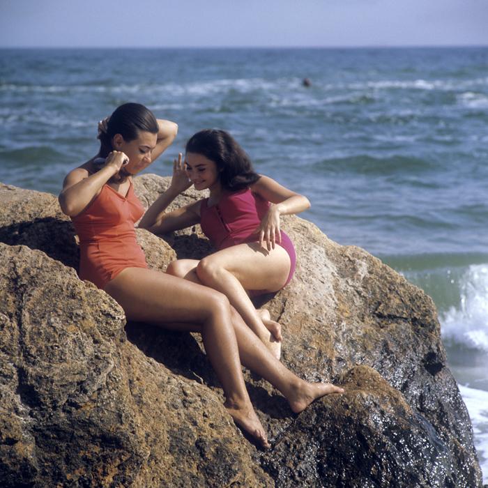 Junge Frauen am Strand in Odessa, 1971