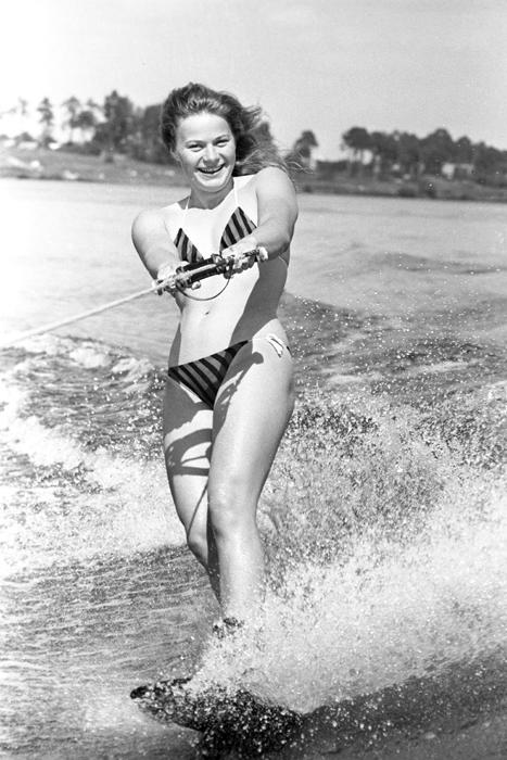La campeona del mundo de esquí acuático Natalia Rumiatseva, 1985