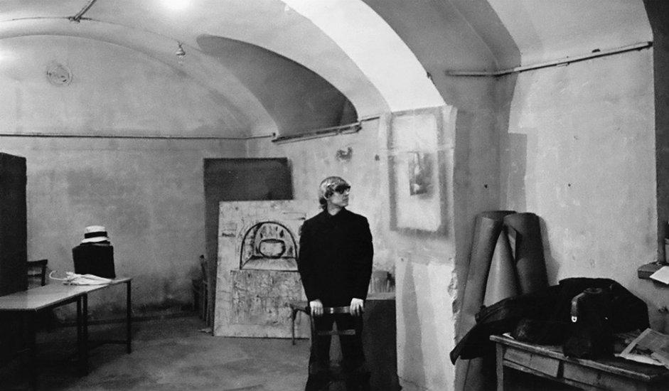 12/13. На месту где се некада налазила Кућа Ипатјева 2003. подигнута је једна од највећих православних цркава у Русији – Храм на крви.