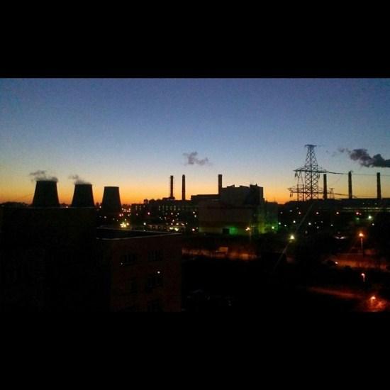 15/15. Чернобиљска нуклеарна електрана, некада највећа у Совјетском Савезу, више не производи енергију, али се много енергије троши на њено одржавање.