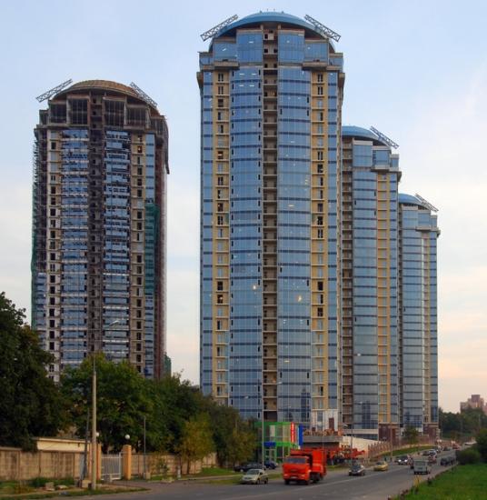 """12/12. """"Кутузовска ривијера"""" је резиденцијални комплекс који се налази у крају Москве пуном зеленила. Зграде у њему високе су 100 метара."""