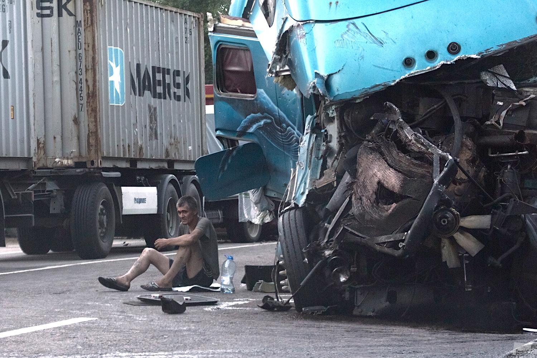 恐ろしい交通事故の直後。2013年夏、モスクワ州。