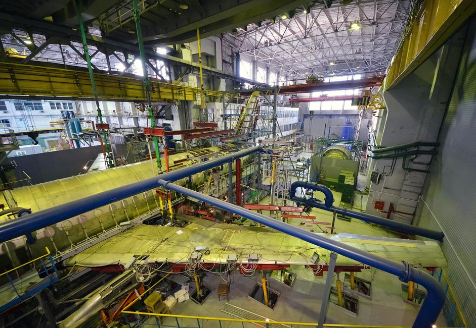Localizado em Novosibirsk, o Instituto de Pesquisa Aeronáutica da Sibéria Chapligin (SibNIA) é o maior centro de pesquisas de aviação do leste da Rússia. Sua missão é conduzir pesquisas e experimentos nas áreas de aerodinâmica, resistência mecânica e aeronaves para voos de teste.