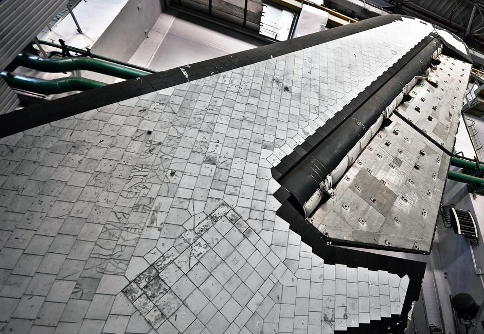 Stabilisator vertikal pesawat ruang angkasa Buran. SibNIA mengembangkan teknologi yang membantu memanaskan dan mendinginkan konstruksi tersebut ke suhu yang diperlukan. Kabin termal Buran dapat menahan suhu sampai 1.200 derajat Celcius.