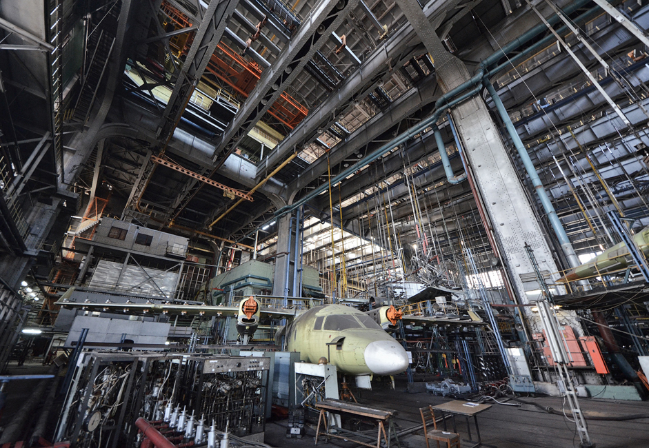 Testes de estrutura e resistência para construção de aeronaves em grande escala são conduzidos aqui. A seção tem 35 metros de altura. Os cabos dos deslocadores do teto suportam 100 toneladas por metro quadrado.
