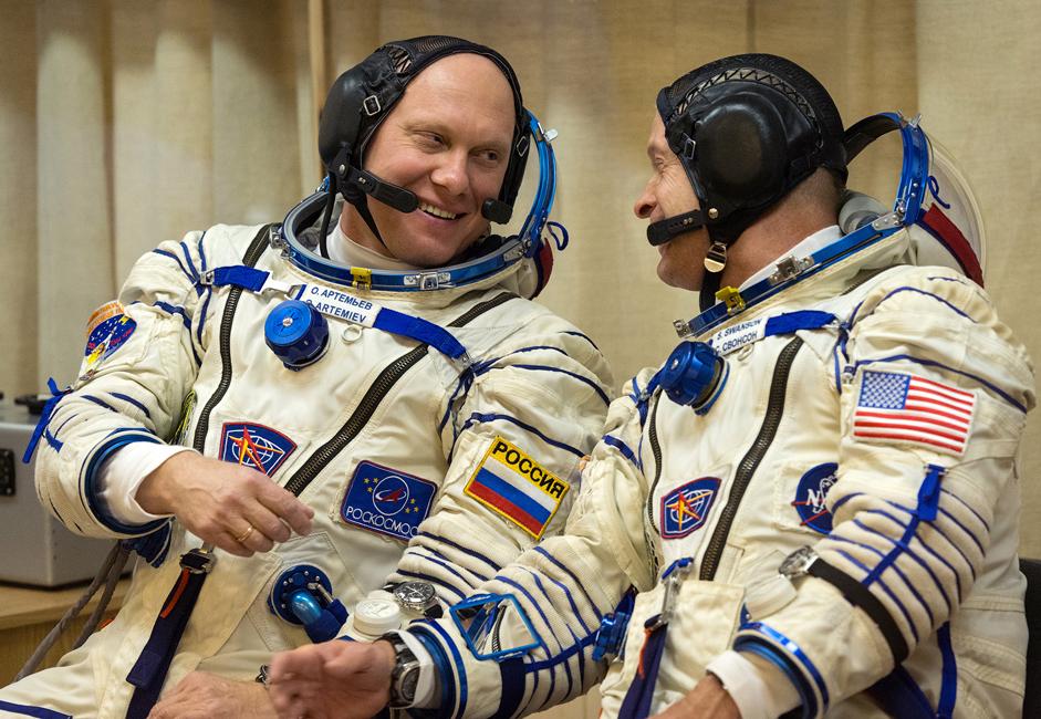 NASA astronaut Steven Swanson, commander of ISS-40 and cosmonaut Oleg Artyomov.