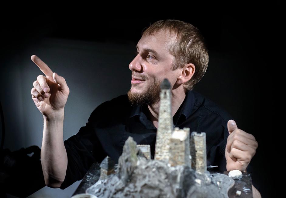 マゴメド=バシール・オズドエフさんは、会うとすぐ好きになってしまうようなタイプの人だ。 山の要塞のモデルを製作することが彼の趣味で、情熱の対象になっている。