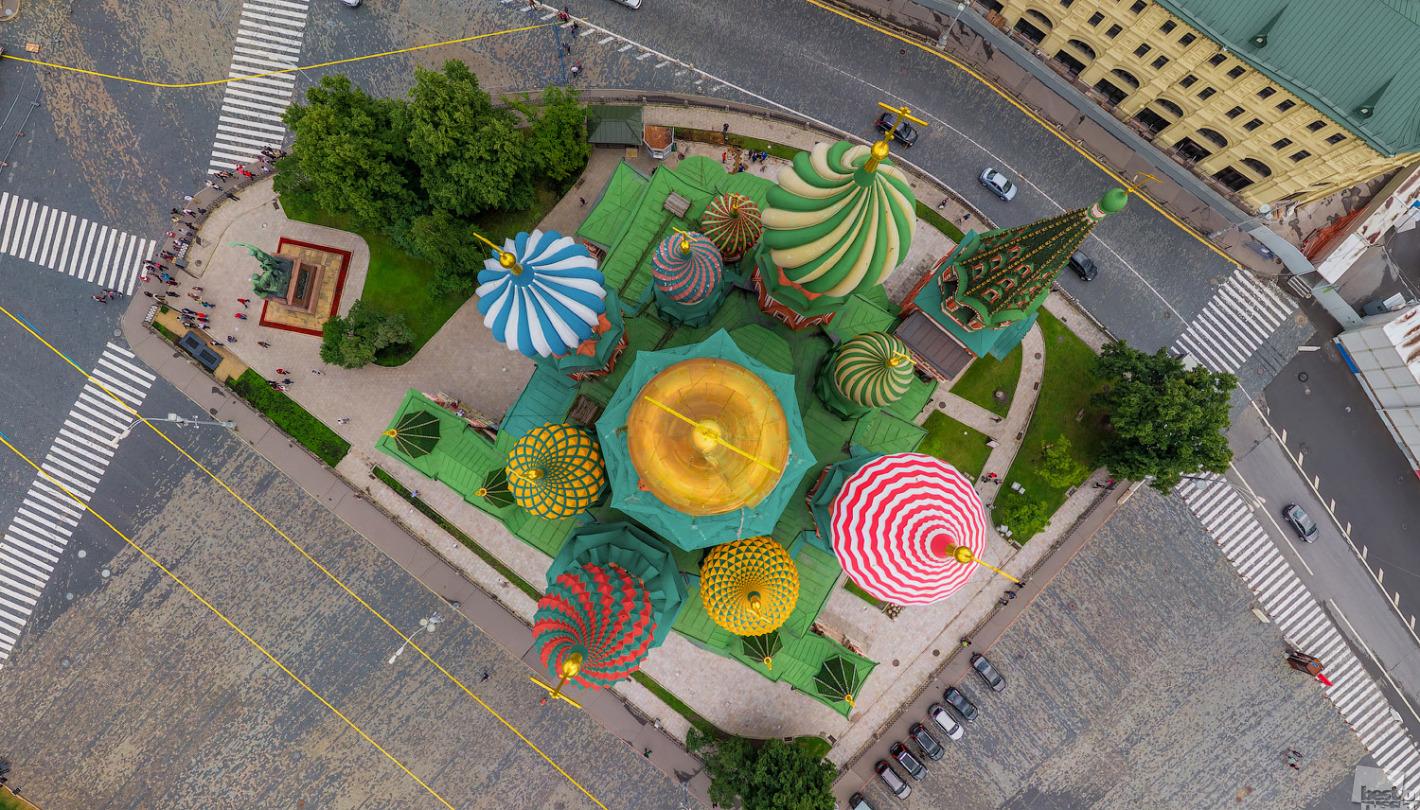 """RBTH präsentiert die Arbeiten der Finalisten des russischen Fotowettbewerbs """"The Best of Russia 2013"""". Für die heutige Ausgabe haben wir eine Auswahl aus Architektur-Motiven zusammengestellt. // Basilius-Kathedrale, Blick von oben, Moskau"""