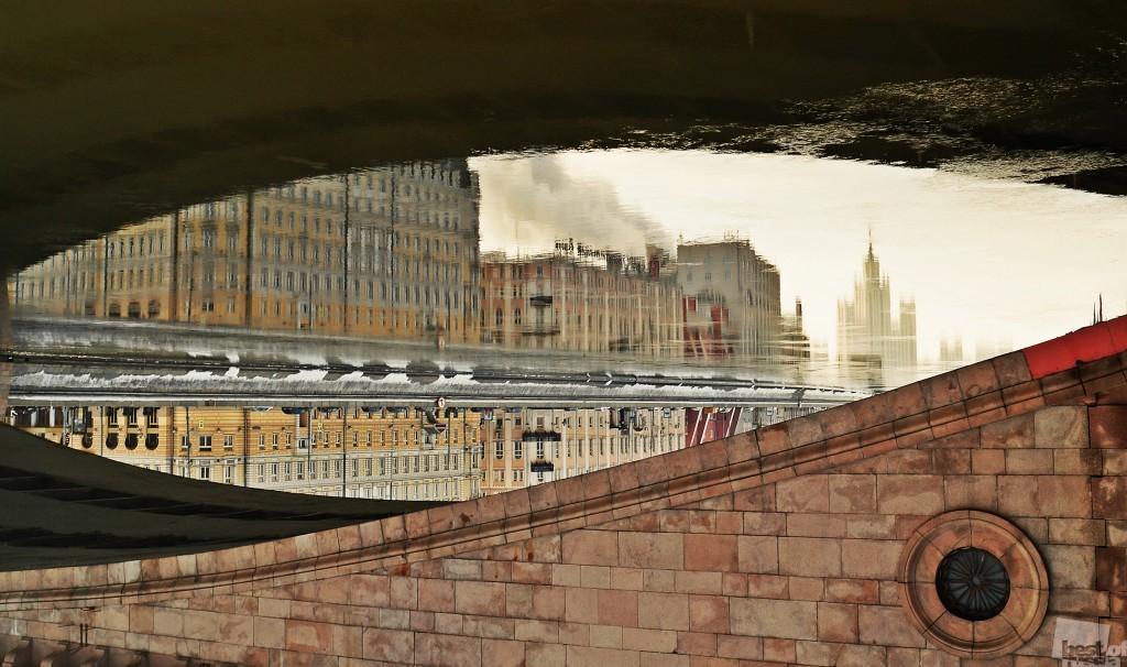 Alles ist eine Frage des Blickwinkels// Ein unbekannter Blick von unterhalb einer berühmten Moskauer Brücke