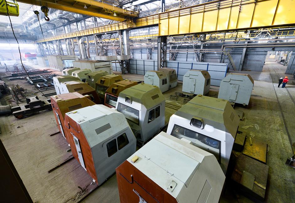 Pabrik ini juga mengkhususkan diri memproduksi lokomotif angkutan barang satu arah Sinara dan Granite, serta kereta penumpang Lastochka. Pabrik juga sedang berupaya meningkatkan volume produksi dan memperluas jajaran model-modelnya.