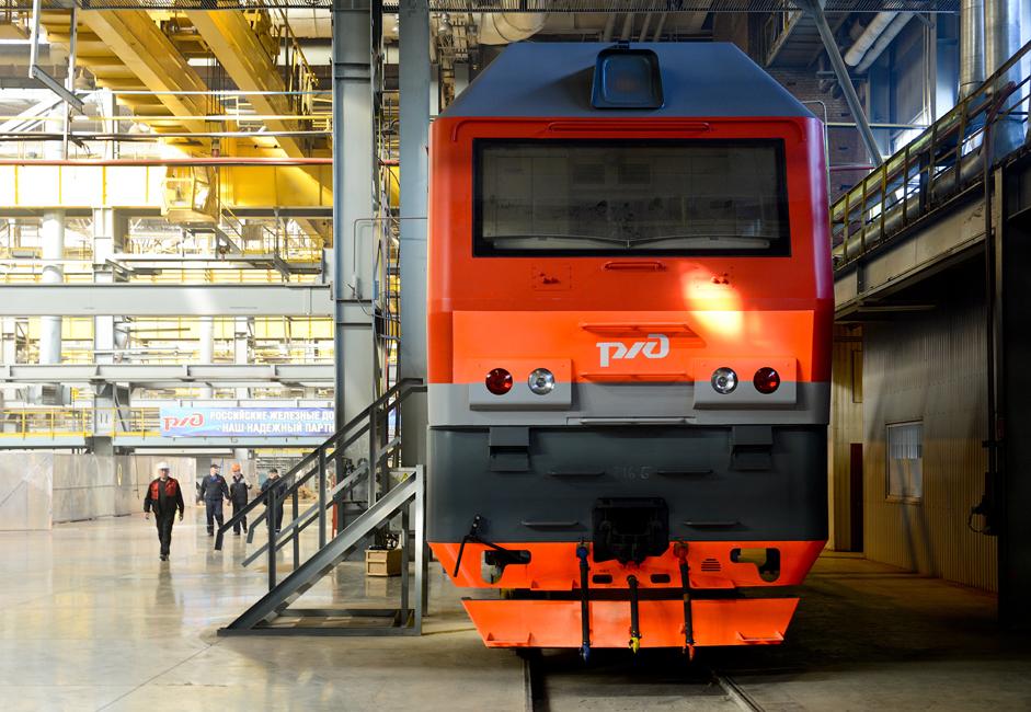 Električna Sinara je narejena za premikanje tovornih vlakov ob železnici. Lahko povleče vlak z maso do 9.000 ton na območjih z do 8% naklona.