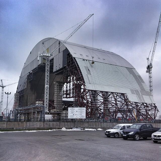 最寄りの観測地点は原子炉を覆う「石棺」から200メートル離れた場所にある。