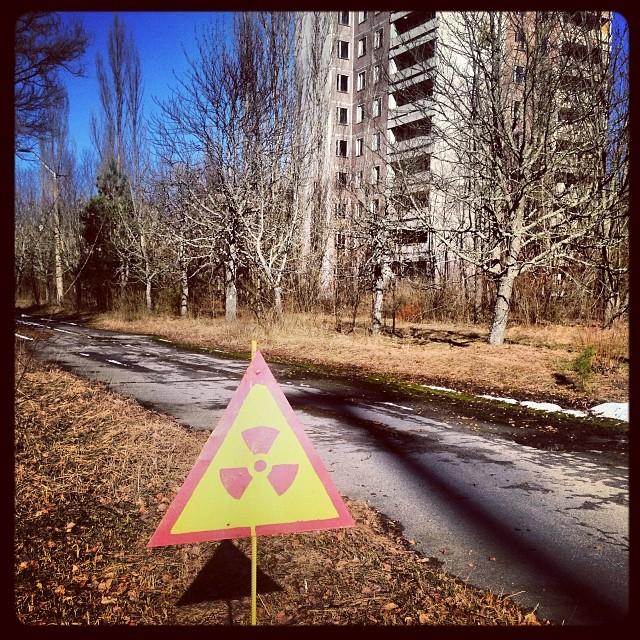 この場所の放射線レベルは高いが、滞在中にそれほどの被曝をすることはない。