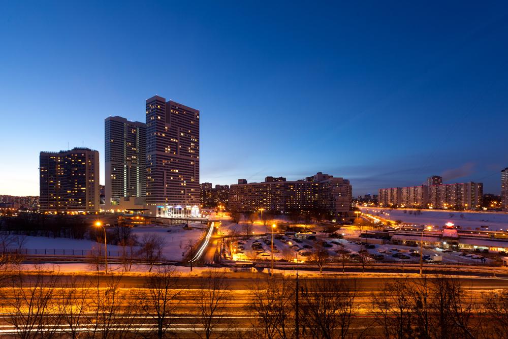 「アベニュー77」は三棟からなる快適な集合住宅であり、床面積60平米から140平米あるアパートがある。