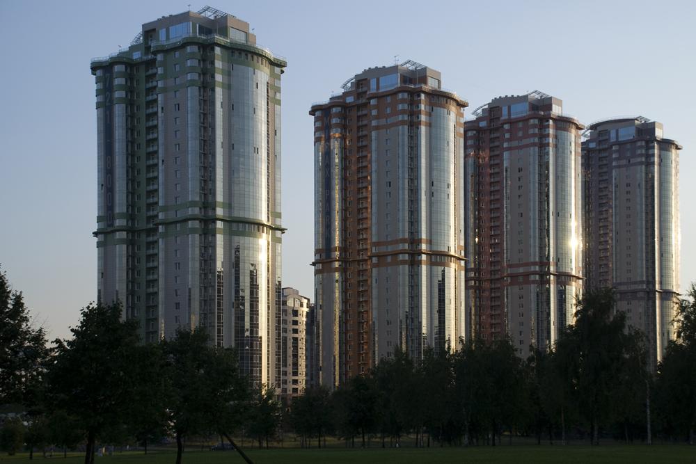 「四季」集合住宅の4棟は31階建てから37階建てのものまであり、四季をイメージした建築スタイルで統一してある。