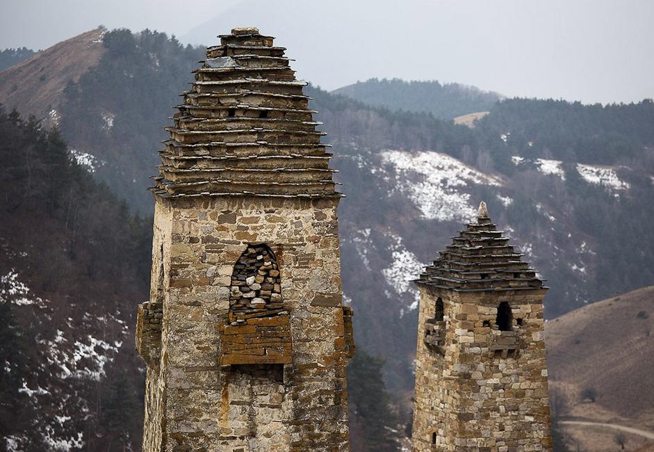 L'ancien temple de Myat Seli se trouve au sommet de la montagne. Dans l'Antiquité, les Ingouches se rassemblaient ici et procédaient à des sacrifices. Ce temple a été construit il y a plus de 1000 ans.
