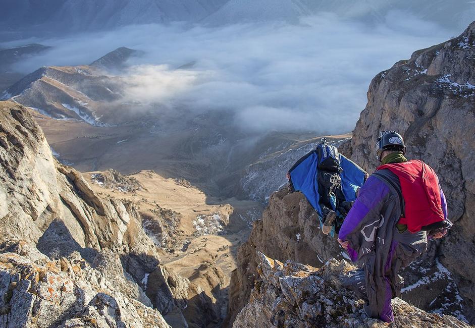 """Les paysages sont vraiment magnifiques et vous pouvez faire des vols en wingsuit (""""ailière"""", n.d.l.tr.), en restant près des parois. C'est l'endroit idéal pour tous les base-jumpers expérimentés."""
