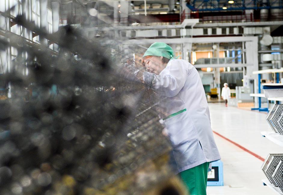 Датумом оснивања Новосибирске фабрике хемијских концентрата сматра се 25. септембра 1948. године. На овај дан Савет министара СССР-а донео је резолуцију која је одобрила да у Новосибирској државној фабрици почне процес прераде руде уранијума.