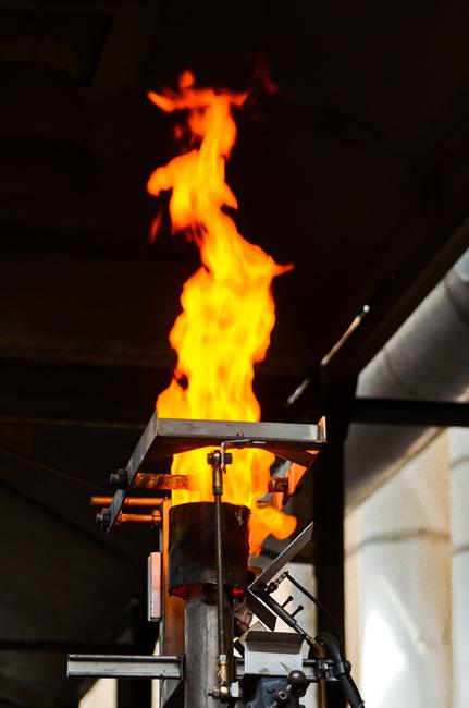 Peleti (granule) se ogrejejo oziroma toplotno obdelajo v pečeh, kjer mora biti temperatura najmanj 1750 stopinj Celzija, v atmosferi popolne redukcije vodika, proces traja več kot 20 ur.