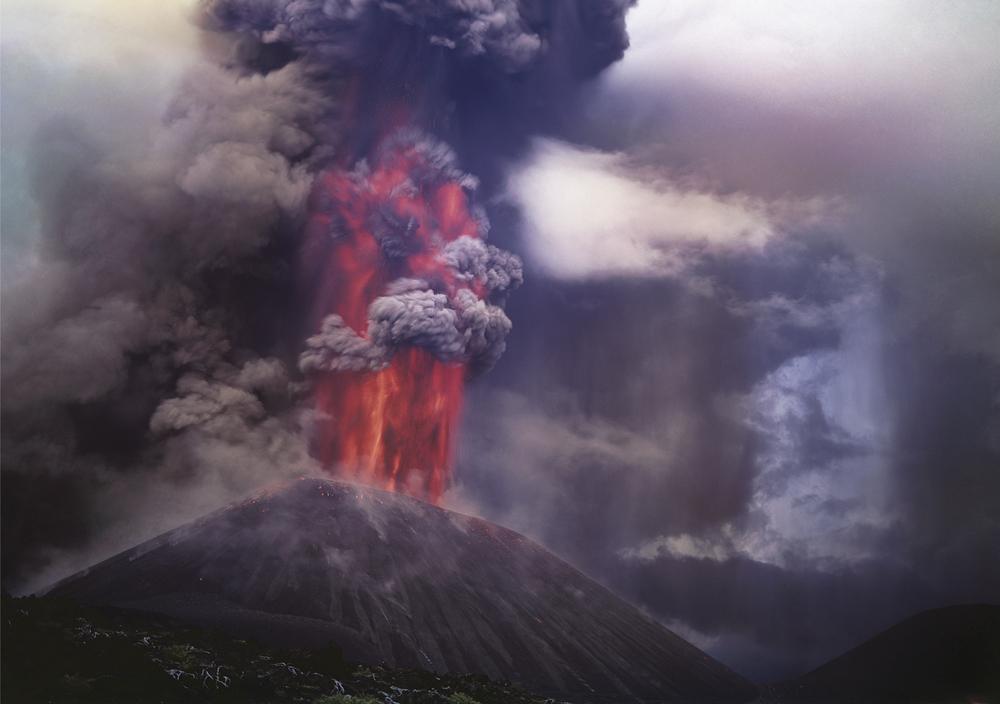 ヴァディム・ギッペンレイターの最も有名な写真のいくつかは、彼が長年住んでいたカムチャッカ半島で撮られた。 // Photo: カムチャッカ半島、トルバチク火山の噴火 1975年
