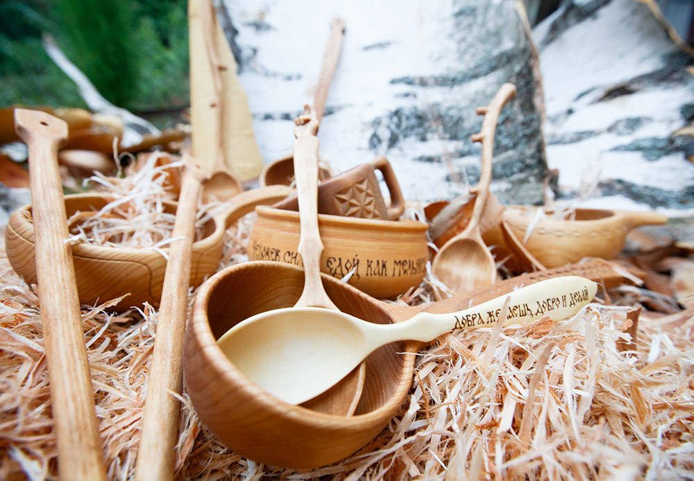 In times of old, spoons in Rus and Scandinavian countries were made from wood. The small city of Semyonov in the Nizhny Novgorod region (approximately 415 kilometers from Moscow) was the capital of the Russian spoon trade.