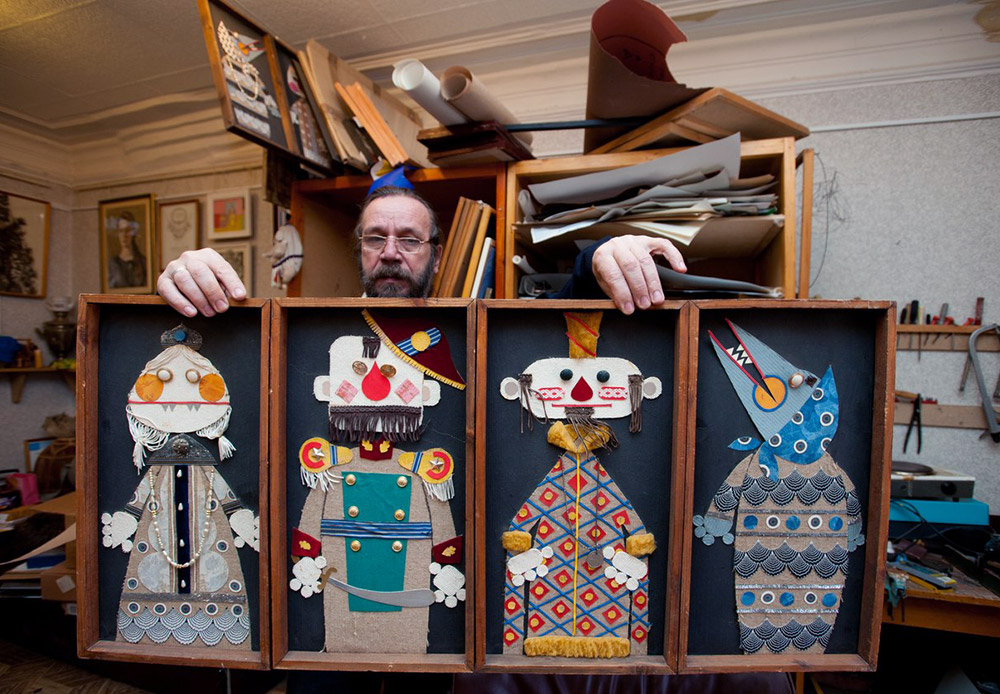 """Чрез апликация от материалите и текстурите се правят пластовете, от които ще бъдат създадени куклите. Скица за пиесата """"Вълшебното желание на Емеля""""."""