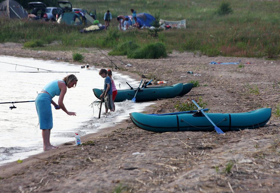 町の最大の観光地はセリゲル湖である。アウトドア派の人々が数多く集まり、テントでキャンピングを楽しんだり、釣りをしたり、ボートを楽しむ。