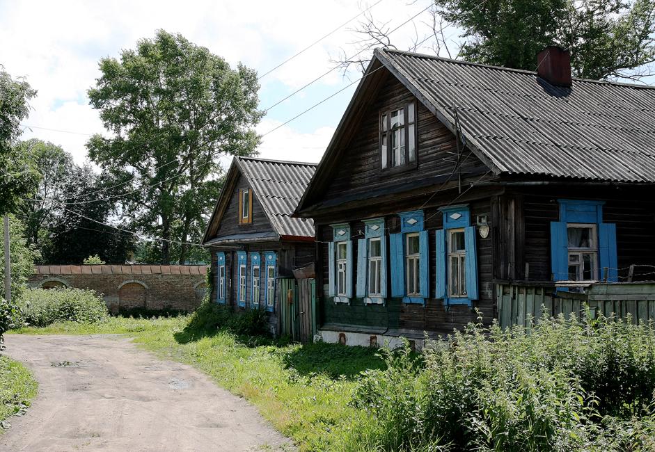 町は優れた都市計画を誇る。18世紀、ロシアの地方都市を作る際、モデルとなったのはオスタシコフ町だった。
