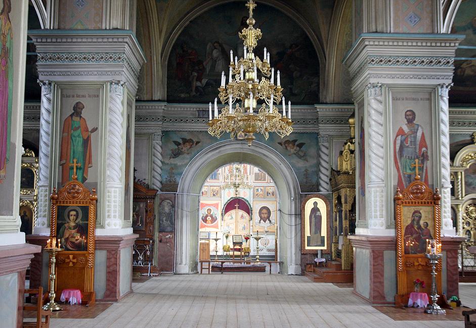 修道院には古いイコンや、18世紀後半にオーク材から作られた隠修士(訳注:孤独生活を送る修道士)ニールの木製の像がある。