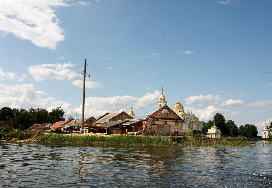 ソ連時代、修道院は破壊的なダメージを受けた。現在、修道院のほとんどは修復されたが、ソ連の過去の影は今でも見受けられる。