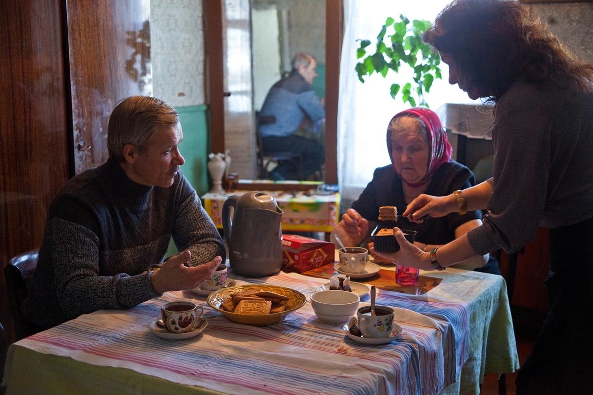 サンクトペテルブルクに戻ってからも、夏はムスタ川のほとりで過ごした。村の人々は笑顔で彼らを迎え入れ、村のおばあさん達には「戻って来るわよね?戻って来るって約束してよ!」と懇願された。2009年3月、バフテュコフ一家はゴロディシェに再び移り住んだ。