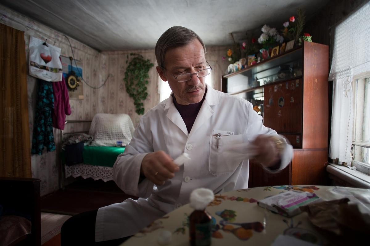 優れた医師であるアンドレイ・バフテュコフさんはゴロディシェの病院に勤めている。余暇にはチェーホフの様に物語を書いている。夫妻は楽器を弾き、歌を歌う。