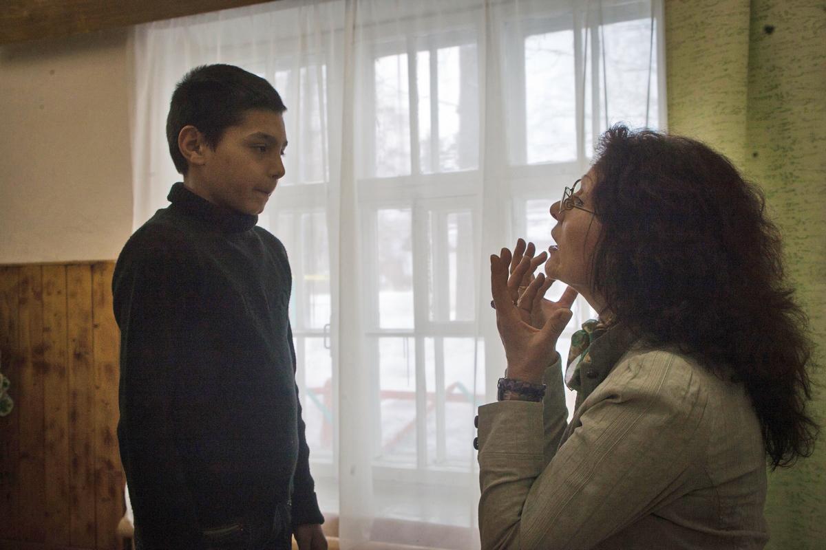 後に夫妻は、(サンクトペテルブルクで大学を受験しようとしていた)息子の為に6年間サンクトペテルブルクへ戻ったが、イリーナさんは一流の音楽学校ではなく、特別支援学校での仕事を見つけた。これは彼女自身の強い希望であった。