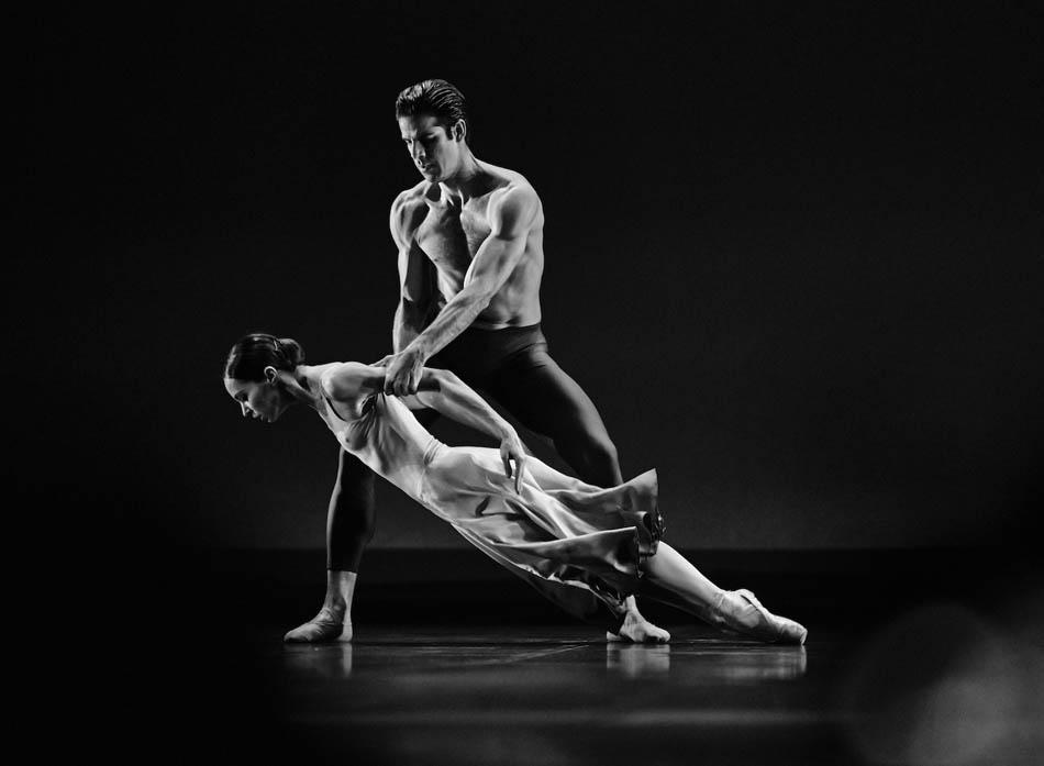 興味深いダンサーは世界でも数少ないです。経験豊富なプロフェッショナルなダンサーは多くいますけど。踊りのテクニックは近年飛躍的に進歩しています。しかし踊りそのもの、踊りの個性は昔と変わらずユニークなものです。 // 「ヌアージュ」イジー・キリアーン