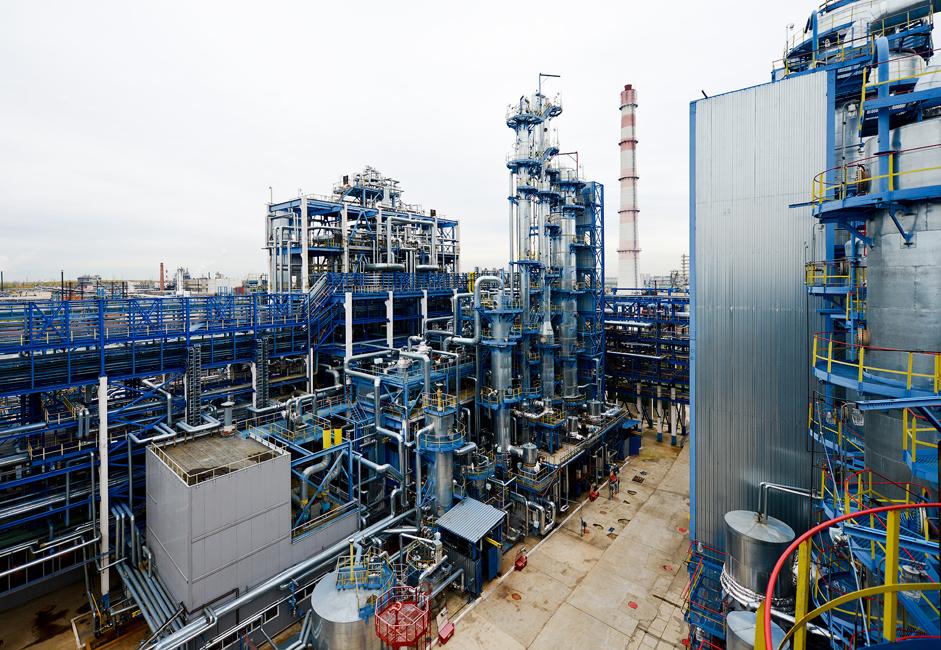 Изградња фабрике почела је 1959, а њени први производи (ацетон и фенол) са трака су сишли 13. јула 1963. године.