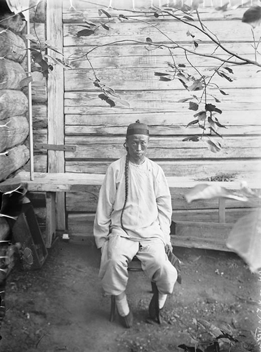 これらの写真は、20世紀にシベリアのエニセイスクで撮られたものである。写真はクラスノヤルスク市の博物館のアーカイブに保管されている。そこに残っている歴史的な写真からは、トナカイ飼育と教会建設など、地元の人々の生活が伺える。しかし最も興味深いのは、20世紀初頭の人々の顔だ。