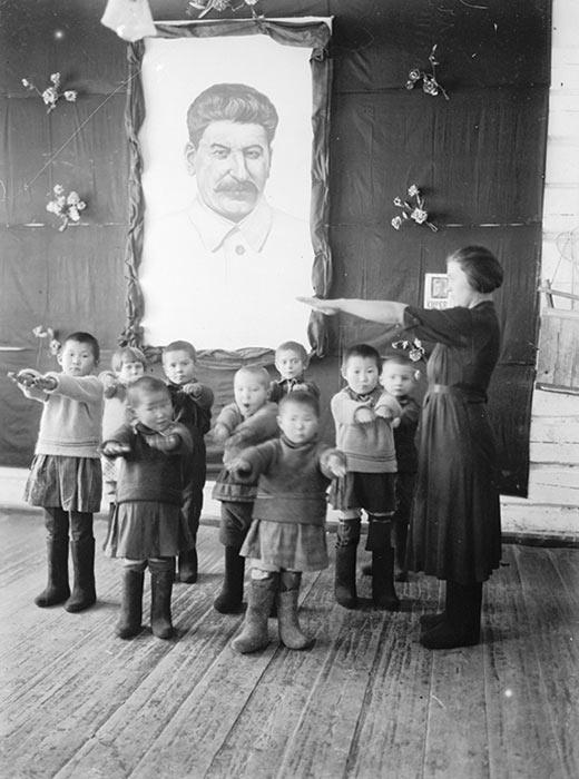 更に、第二次世界大戦を機に、ソ連のヨーロッパに近い地域の工場がクラスノヤルスクに疎開し、市の工業化が進んだ。