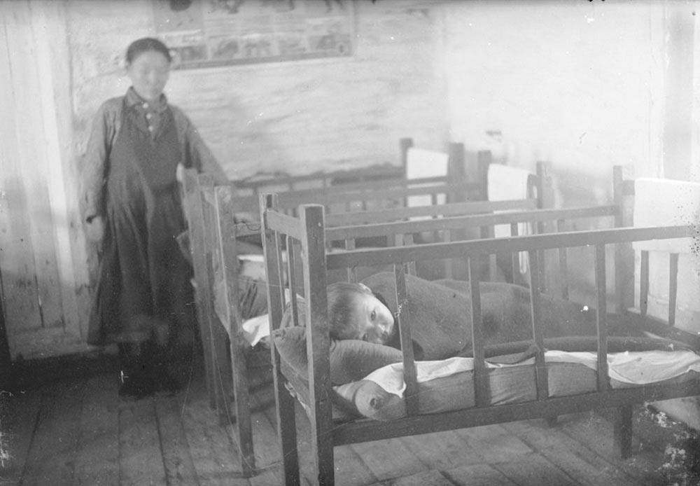 グラグ(強制収容所)のシステムの中心地であった事も、この頃のクラスノヤルスクの成長に貢献した。ソ連崩壊直後、クラスノヤルスクの人口と経済力は減少したが、近年は回復している。