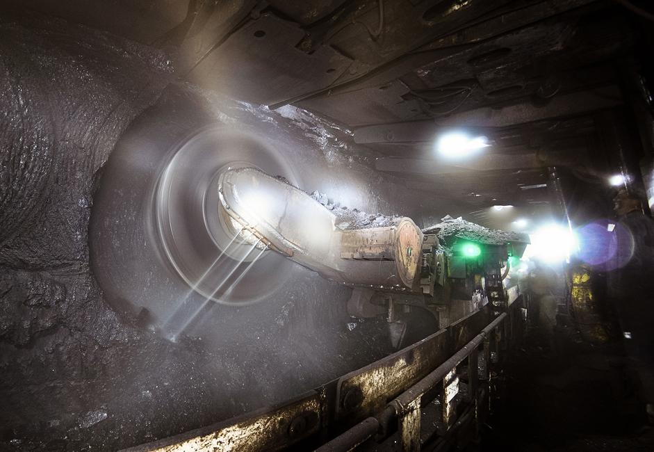"""Les travaux de construction de la mine de charbon Baikaimskaya, conçue pour produire 250 000 tonnes par an, ont commencé en 1929. La première extraction a eu lieu en mai 1930. En novembre 1931, à la demande du syndicat des travailleurs, la mine a été rebaptisée """"Mine du 07 Novembre"""" en honneur de son premier anniversaire."""