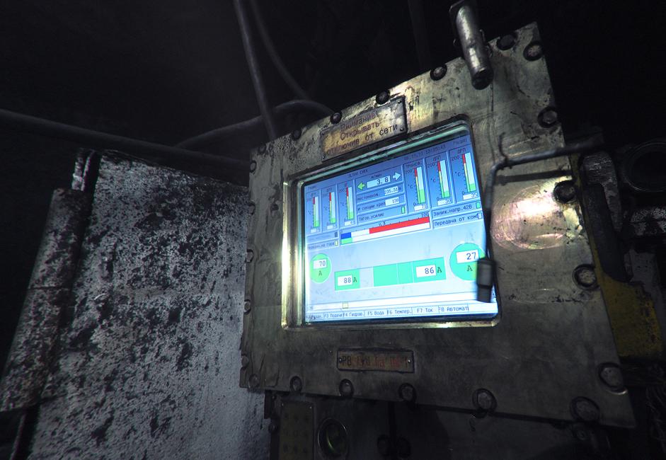 En 2009, 2,95 millions de tonnes de charbon avaient été extraites de cette mine. A cette époque, l'entreprise avait effectué avec succès sa transition vers l'exploitation par fonçage et percement. Afin d'accéder aux ressources restantes, la compagnie a investit dans un appareil de fond de trou polonais pour le forage, une machine d'extraction Eickhoff SL-500 et des équipements de transport de manufacture allemande.