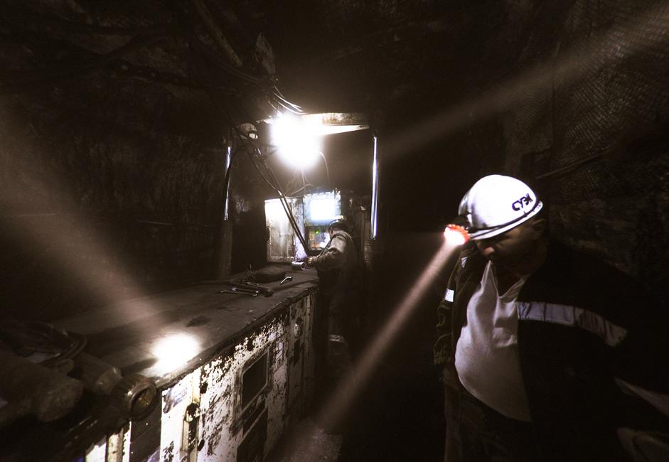 La Mine du 7 Novembre développe les gisements de charbon de Leninsk-Kouznetski. La plupart de ces gisements sont situés dans le périmètre administratif de la ville.