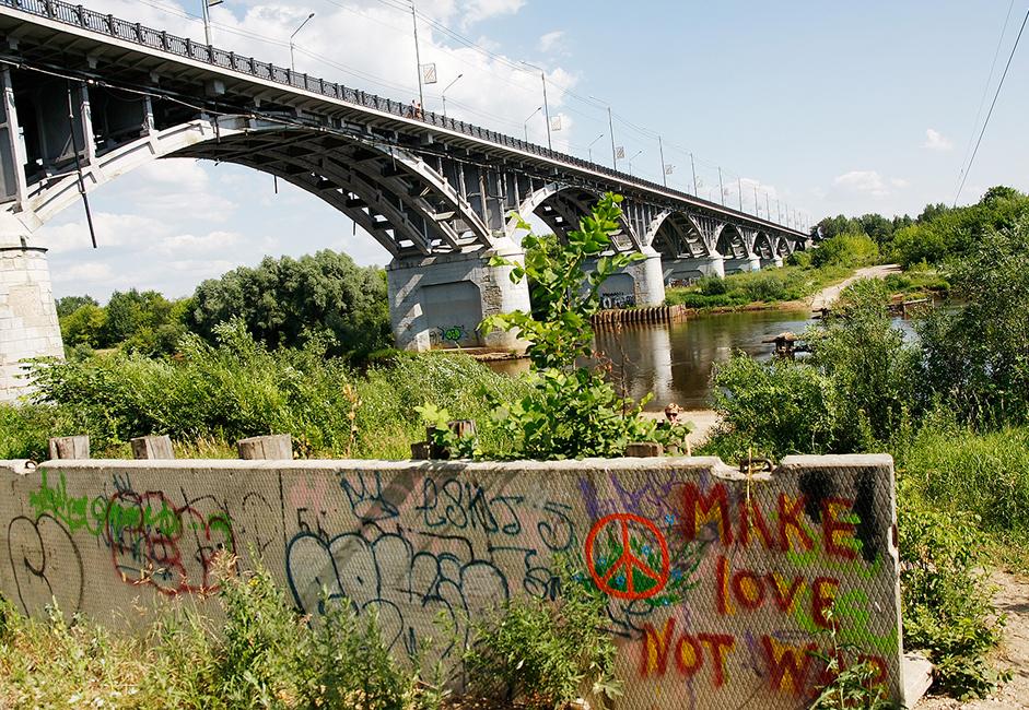 Eine dauerhaft befahrbare Brücke über die Kljasma wurde 1960 gebaut. Zuvor waren die beiden Flussufer durch eine Holzbrücke verbunden, die im Frühjahr in der Zeit des Hochwasser demontiert wurde.
