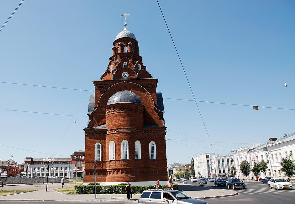 Das Museum für Kristallkunst, Lackminiatur und Stickerei ist in der Dreifaltigkeitskirche der Altgläubigen untergebracht, die zwischen 1913 und 1916 in der Nähe des Goldenen Tors gebaut wurde.