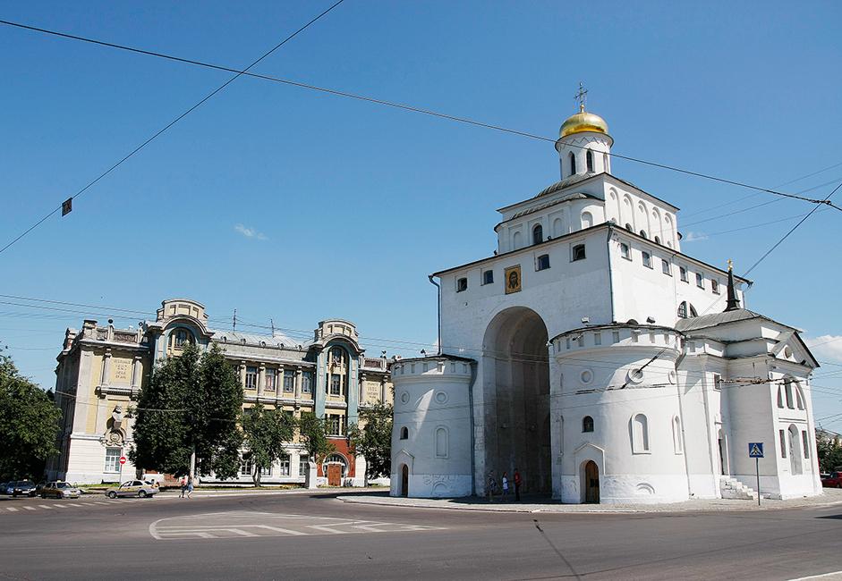 1408 schmückte ein aus Moskau entsandter Künstler, der berühmte Andrei Rubljow, die Mariä-Entschlafens-Kathedrale mit Fresken. Seine Fresken sowie Fragmente von Gemälden aus dem 12. Jahrhundert haben bis in unsere Tage überlebt.
