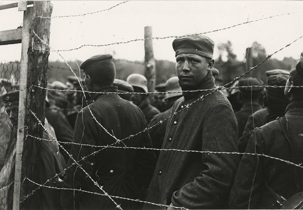 Camp de prisonniers allemands St. Felix, dans l'Aisne, 24 octobre 1917.
