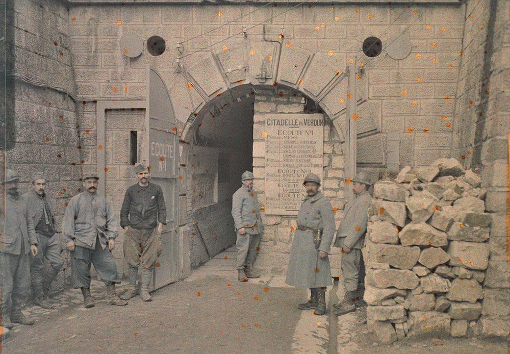 Entrée dans la citadelle, Pierre-Paul Castelnau. Verdun, Meuse. 27 octobre 1917.