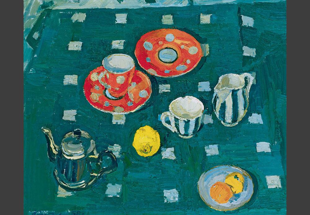 緑のテーブルクロスにのせられたティーセット、マヤ・コピツェワ、1958年