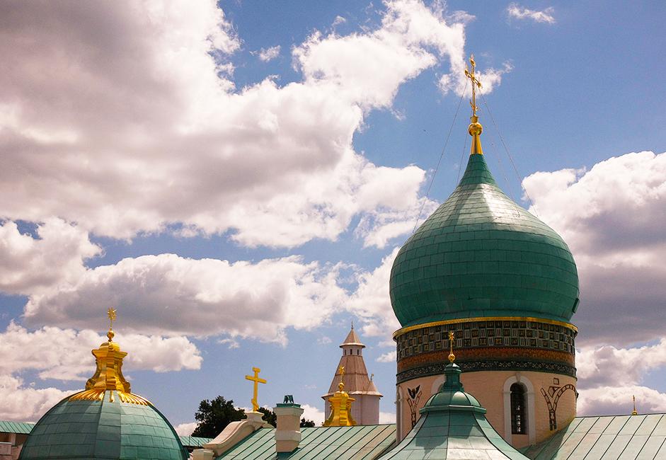 """Манастирът """"Нов Йерусалим"""" е основан през 1656 г. от патриарх Никон, чиято идея е да пресъздаде свещените палестински места близо до Москва."""