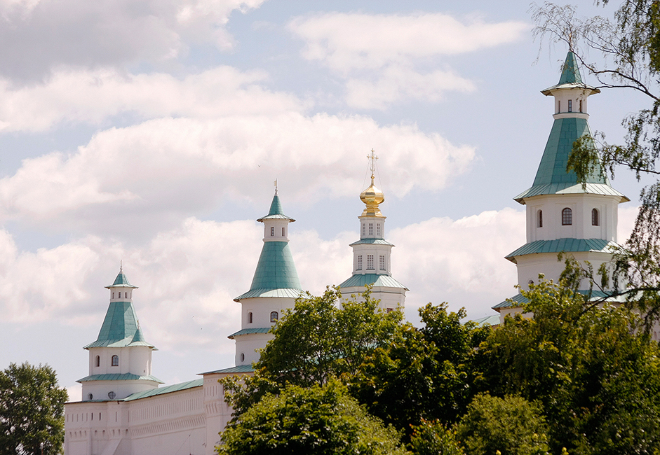 """Катедралата """"Възкресение Христово"""" е издигната по образа на римската църква """"Възкресение Христово"""" в Йерусалим. Известно е, че при изграждането ѝ са използвани чертежи от йерусалимската църква."""
